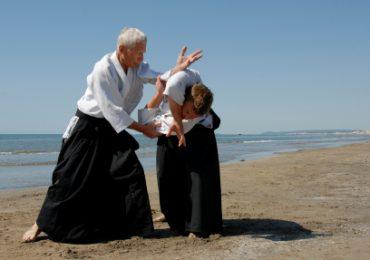 Senioren üben sich in Selbstverteidigung