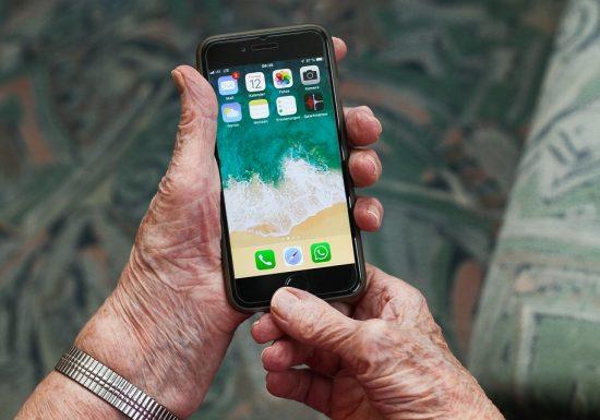 Immer mehr Rentner entdecken Smartphone und Tablet für sich