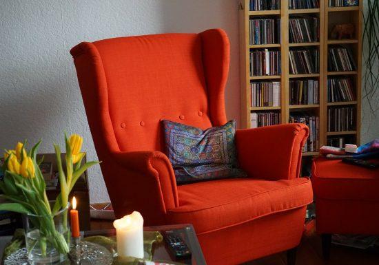 Entspannt im Alter – diese Möbel sind in einem Seniorenhaushalt hilfreich